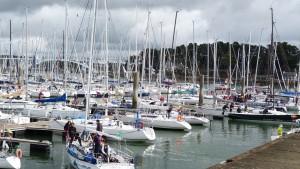 les bateaux inscrits quittent le ponton: c'est l'heure tant attendue